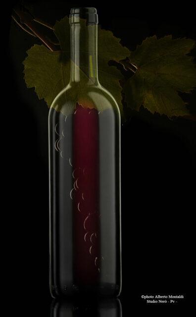 bottiglia bordolese e grappolo