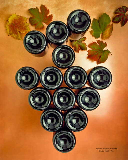 grappolo d'uva creato con le bottiglie