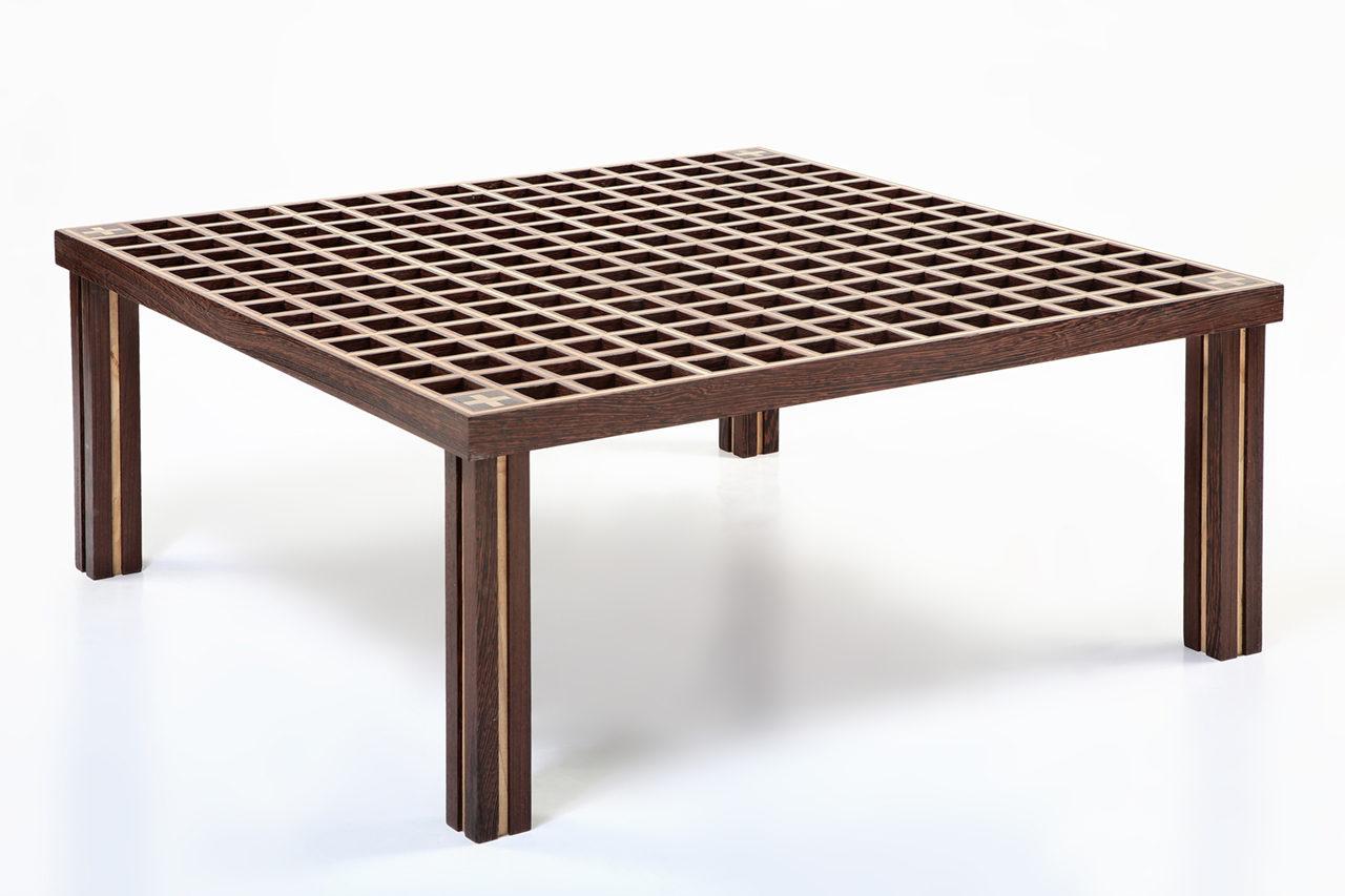 fotografia di un tavolino